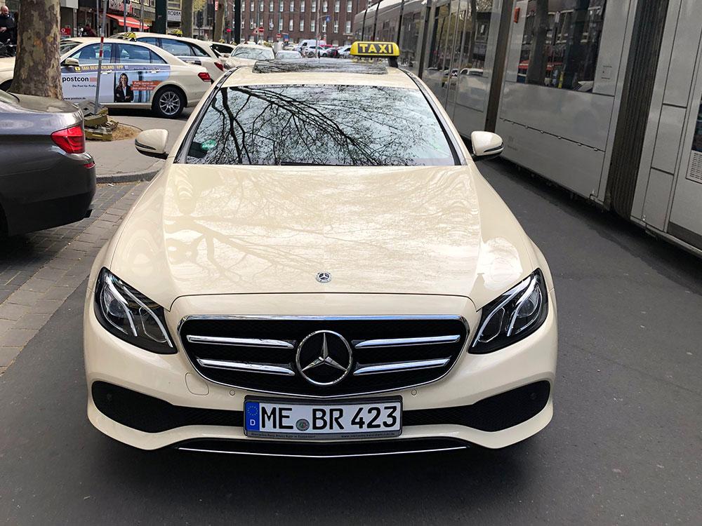 Taxi Hilden Fahrerseite